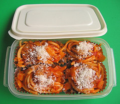 Tip: Freezing spaghetti cups in Tupperware