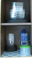 Food containers organized
